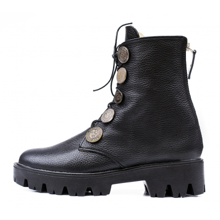"""""""Young"""" leather boots"""